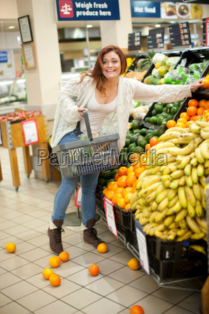 young, woman, having, shopping, mishap, with - 18237748