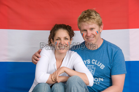 couple smiling with dutch flag