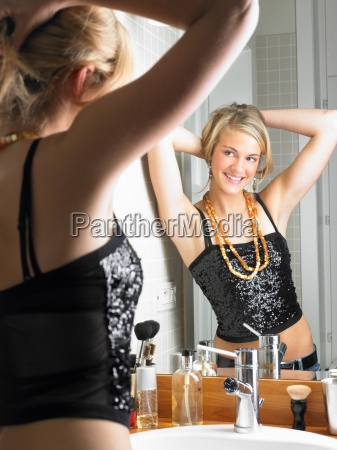girl getting ready to go party