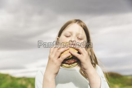 girl eating a burger thingvellir iceland
