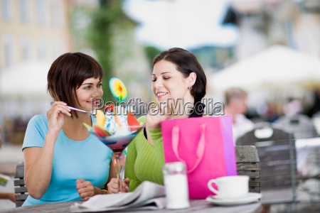 girlfriends enjoying icecream