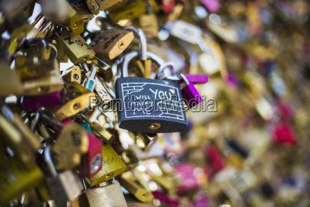 love locks pont des arts paris