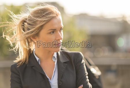 mujer perfil primer plano femenino retrato