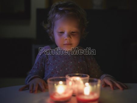preschool girl hands on table looking