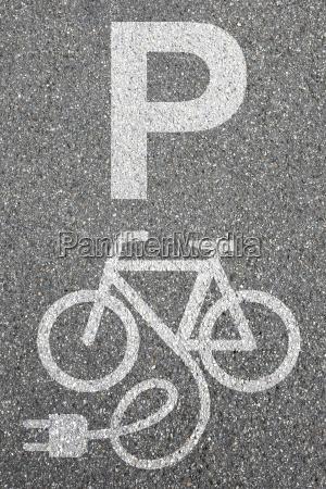 estacionamento e bike ebike e bike