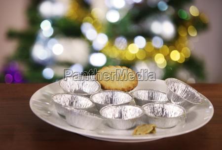 last mince pie on plate
