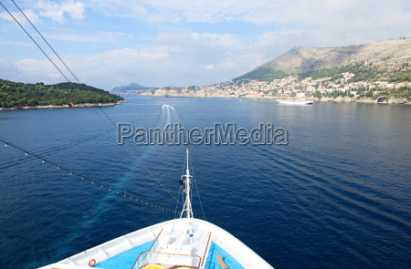 ship approaching dubrovnik