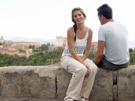 couple on wall near alhambra