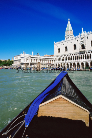 gondola approaching venice