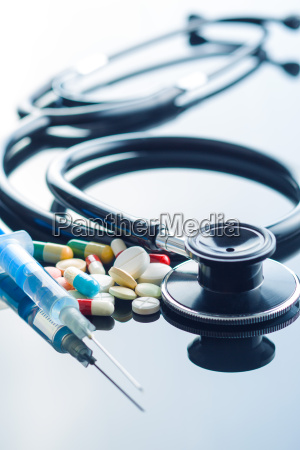 the different pills stethoscope and