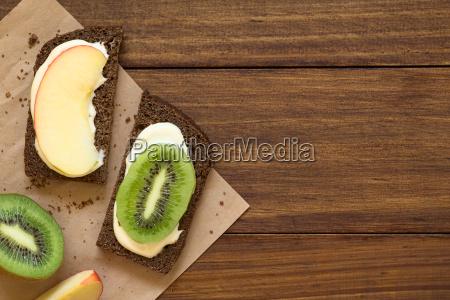 cream cheese apple and kiwi sandwiches