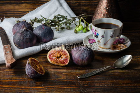 cup of coffee with ripe figs