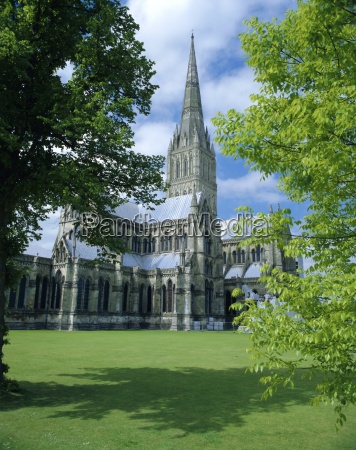 salisbury cathedral tallest spire in england