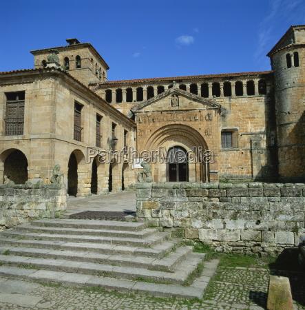 romanesque collegiate church at santillana del