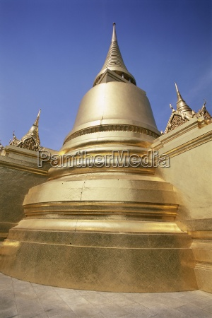 golden stupa temple of the emerald