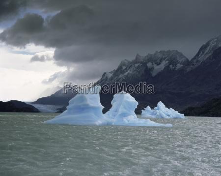 ice in lago grey torres del