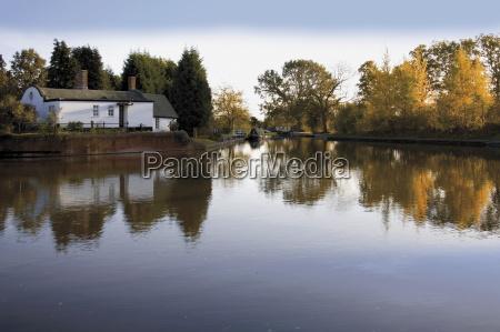 barrel roof cottage junction basin the
