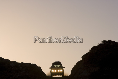 land rover on horizon western australia