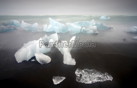 icebergs from the jokulsarlon glacial lagoon