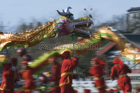 dragon dance chinese new year spring