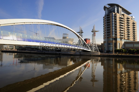 the lowry bridge over the manchester