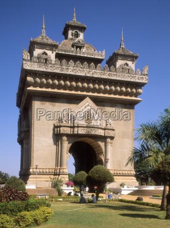 patuxai arc de triomphe vientiane laos