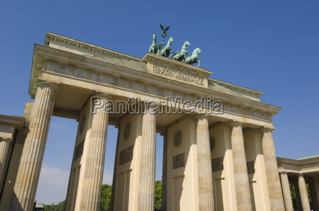 the brandenburg gate with the quadriga