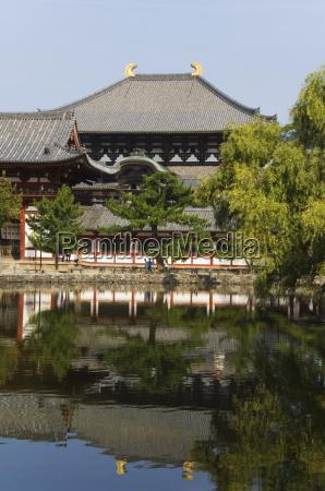 reflection of todaiji big buddha temple