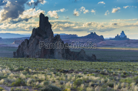 rock formations in the late daylight