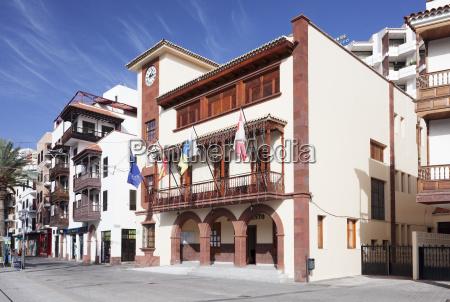 town hall at plaza de las