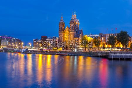 night amsterdam canal and basilica saint