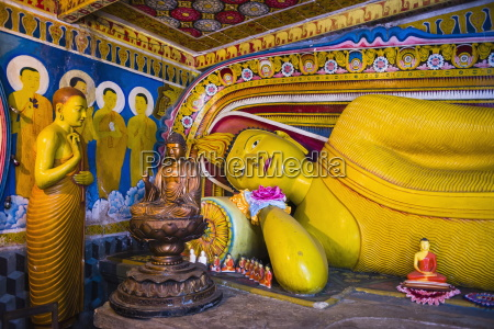 golden reclining buddha at temple of