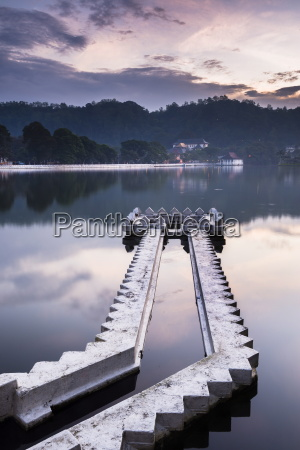 kandy lake and the temple of