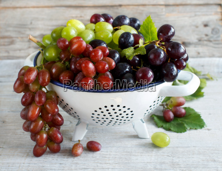 white red and blue grapes