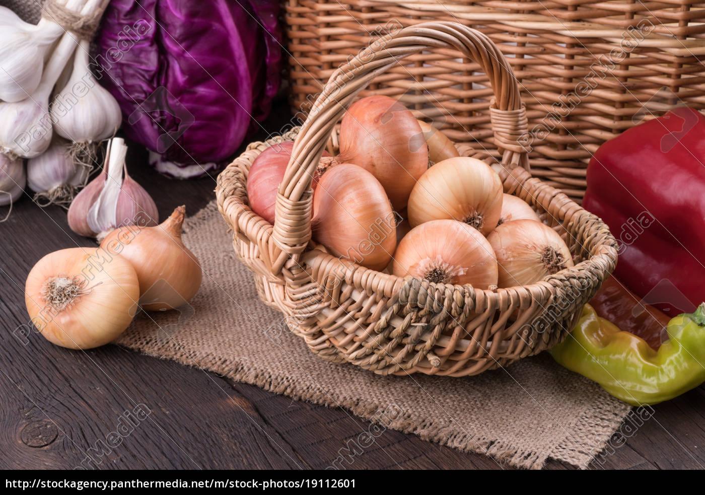 onions, in, a, wicker, basket, on - 19112601