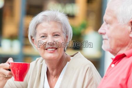 seniors, drink, a, coffee - 19129549