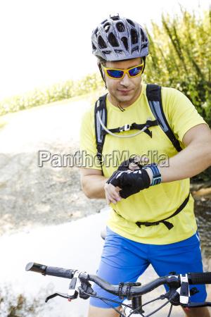 mountain, bikers - 19131447