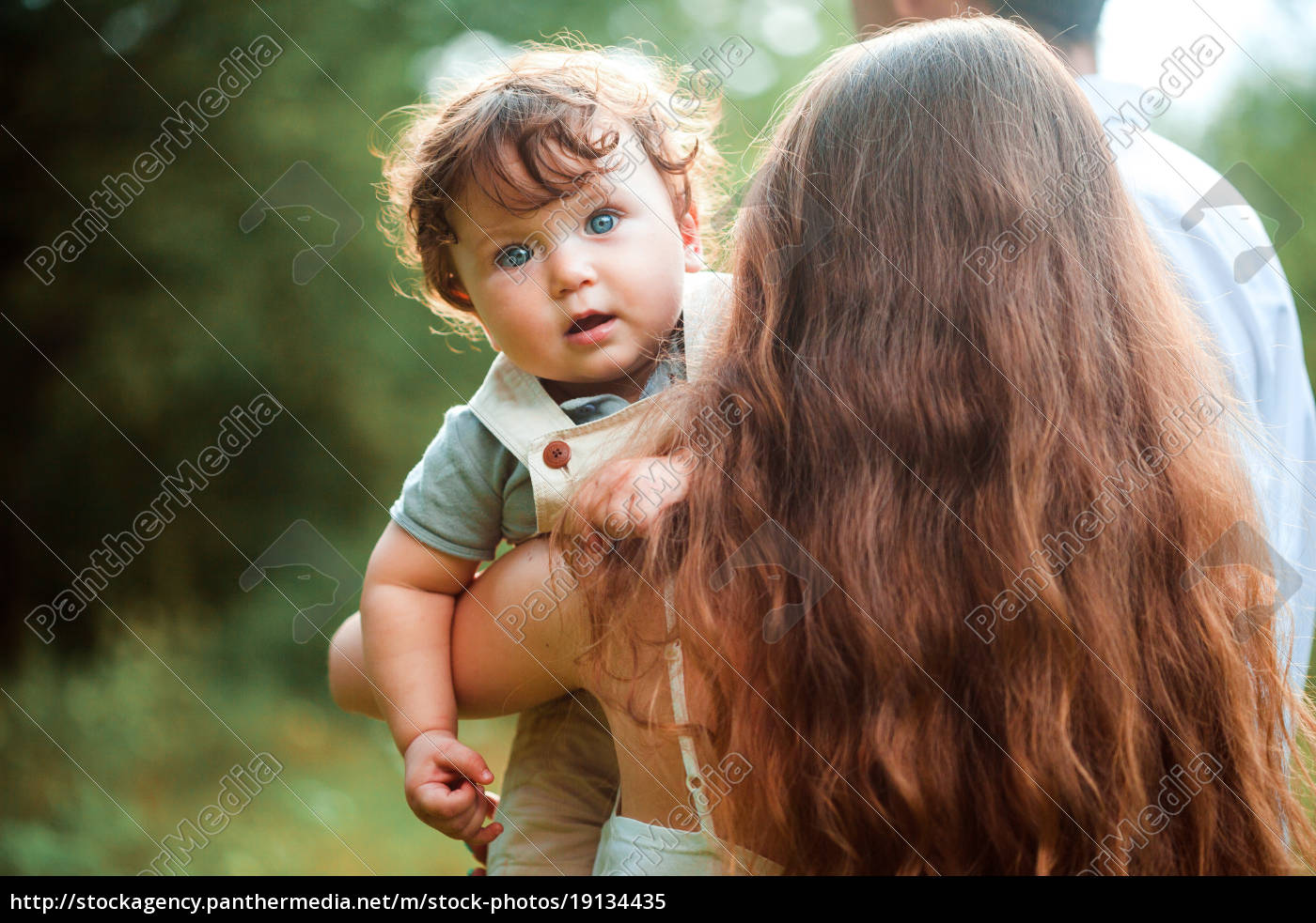 young, beautiful, mother, hugging, her, little - 19134435