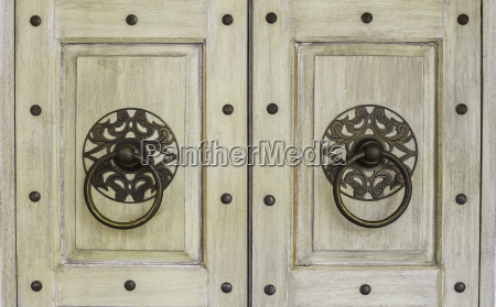 hang door knocker metal