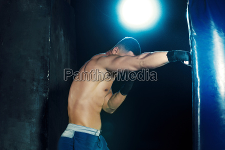 male, boxer, boxing, in, punching, bag - 19162847