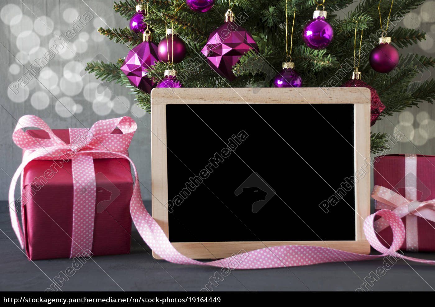 tree, with, gifts, , bokeh, , copy, space - 19164449