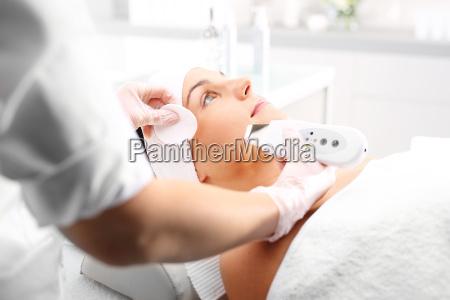 cavitation peeling facial treatment