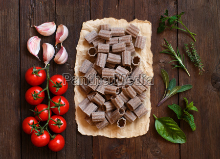 whole, wheat, pasta, , vegetables, and, herbs - 19175413