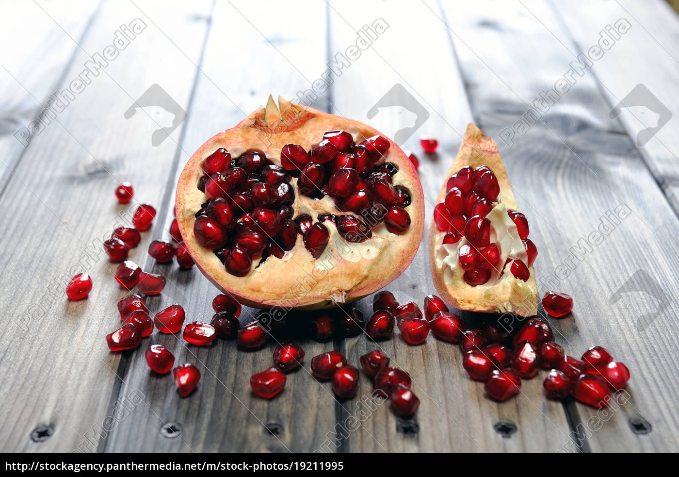 closeup, of, ripe, pomegranate, fruit - 19211995