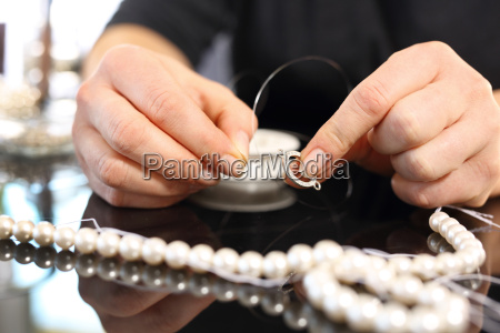 female threaded pearl necklaces