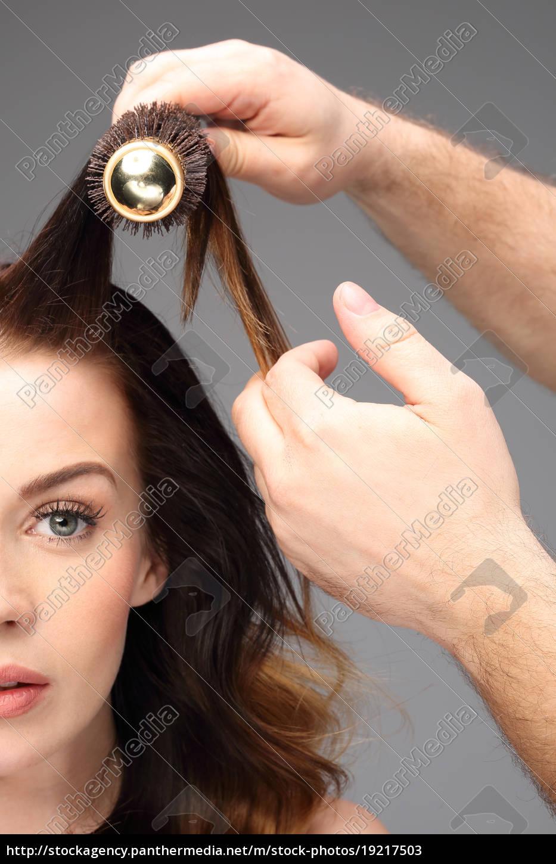 modeling, hair, brush. - 19217503