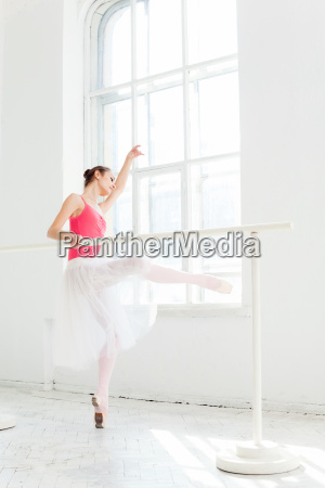 ballerina, posing, in, pointe, shoes, at - 19227883