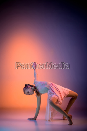 the, teen, modern, ballet, dancer - 19228087