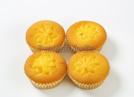 pudding filled lemon cupcakes