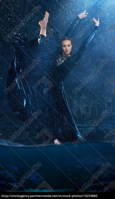 the, young, beautiful, modern, dancer, dancing - 19253885